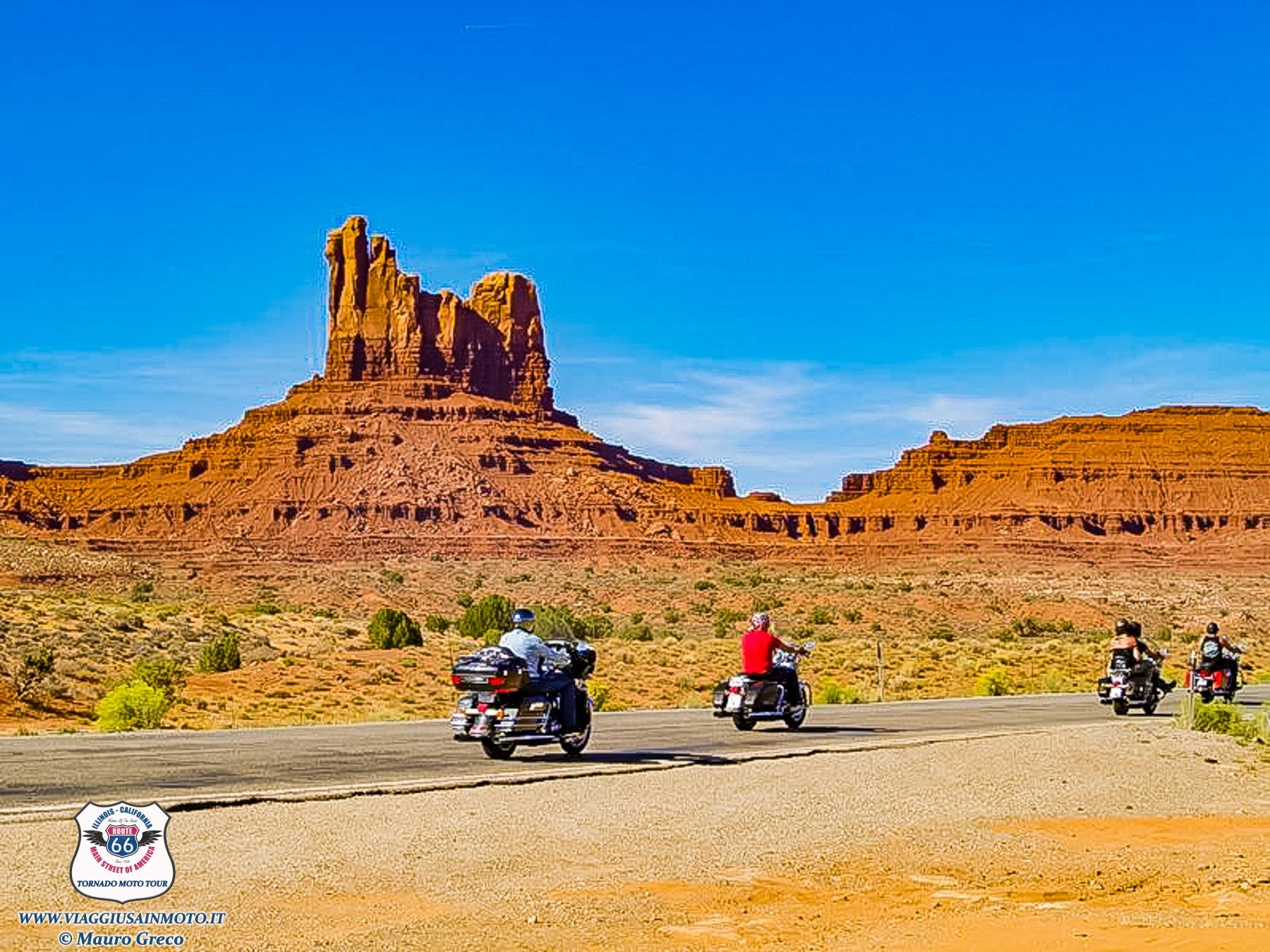 Tornado Moto Tour Viaggi organizzati in moto negli USA Monument Valley